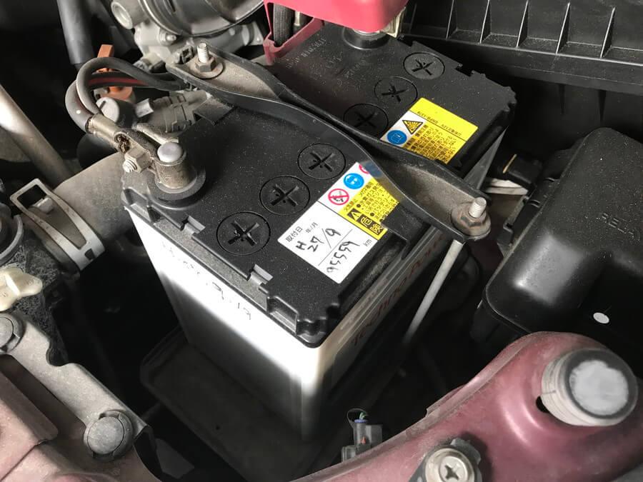 車のバッテリー外観